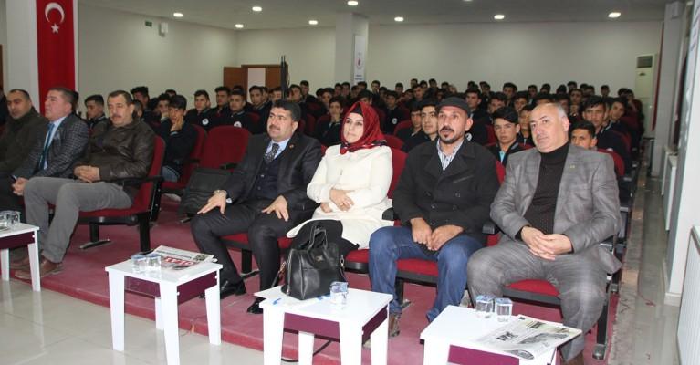 Gazeteciler, Akçakale'de öğrencilerle bir araya geldi