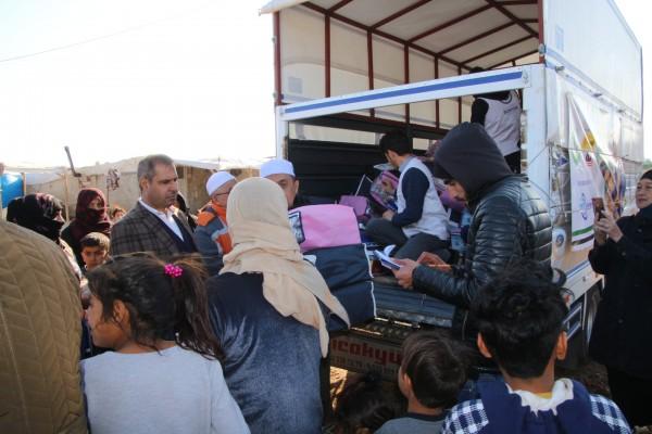 Harran'daki çocuklara kışlık giysi yardımı
