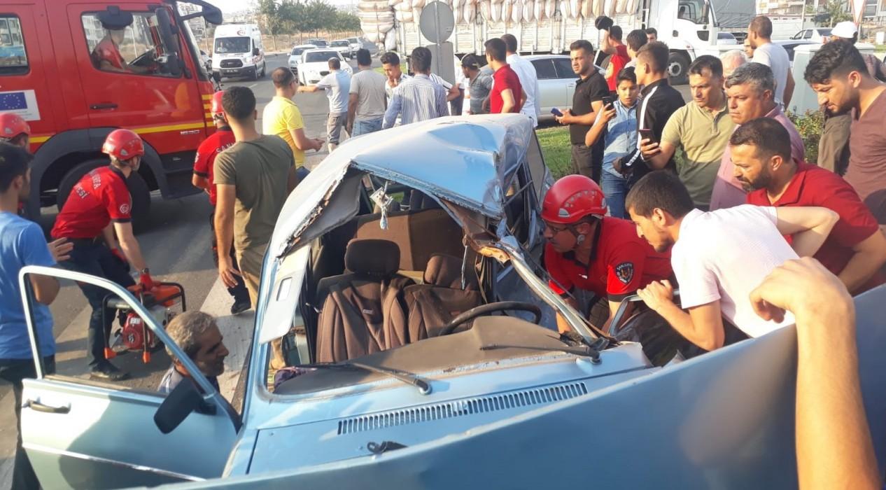 Şanlıurfa'da araç refüje çarptı: 1 yaralı