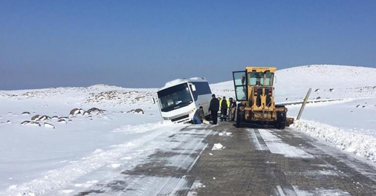 Şanlıurfa'da kar temizleme çalışmaları sürüyor