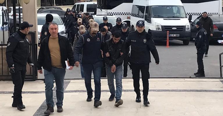 Urfa'da bomba yüklü araç şüphelileri adliyeye sevk edildi