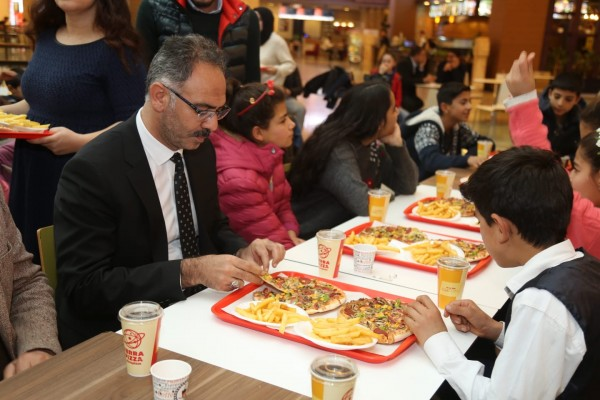 Urfalı çocukların 'sinema ve pizza' hayali gerçekleşti