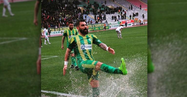 Urfaspor kaptanı sözleşmesini feshetti